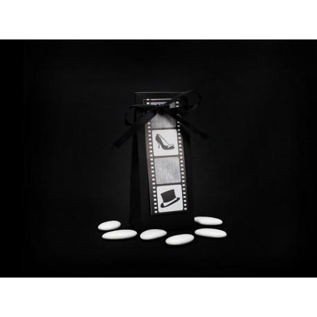 5 Pochettes à dragées thème cinéma Contenance : 65 gr de dragées Dimensions : 12 cm x 5 cm x 3,5 cm