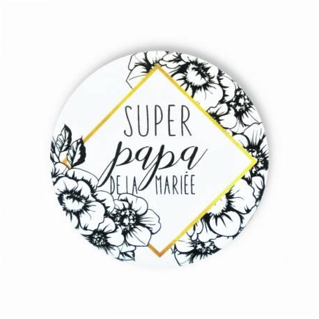 Original et tendance, ce badge fleuri blanc et noir « super papa de la mariée » mesure 56 mm, il a une finition mat avec un effet peau...