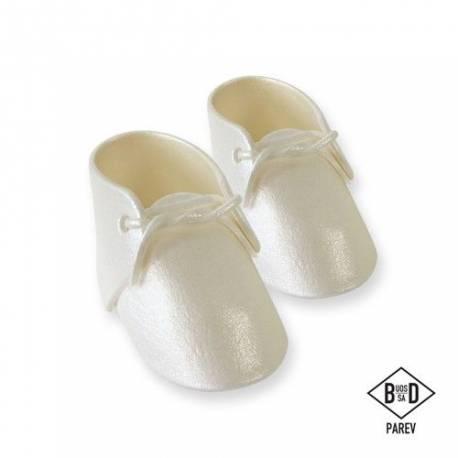 Paire chaussons en sucre blanc nacré idéal pour décorer vos gâteaux de Baby Shower, baptème, 1 anDimensions :9,6 x 5,2 cm