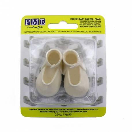 Ces superbes chaussons rose alimentaire en sucre de chez PME sont parfaits pour vos décorations de baptême, Baby shower ! Dimensions :...
