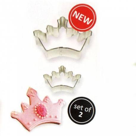 Kit 2 emporte pièces couronne pour créer vos deco de gâteau en pâte à sucre et biscuits. Dimensions :5 x 3,5 cm et9 x 6 cm
