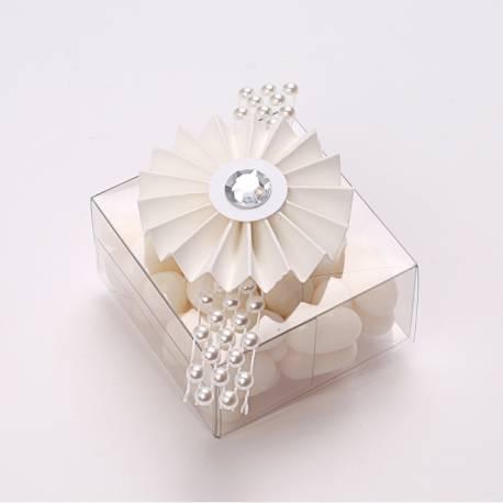 4 Mini rosettes blanches diamant en papier Dimensions : Ø5cm