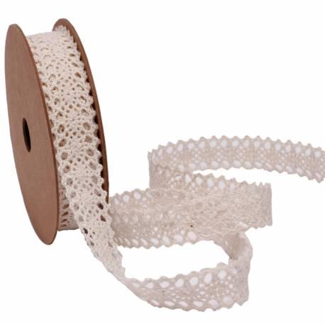 Bobine ruban en crochet écrupour toutes vos déco vintage Dimensions : 1.4 cm x 5 mètres