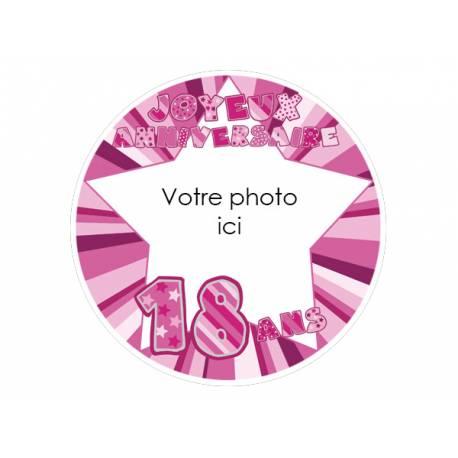 Disque sucre personnalisé décor 18 ans rose pour décorer vos gâteaux d'anniversaires. Diamètre 19 cm  Peut être conservé 6 mois après...