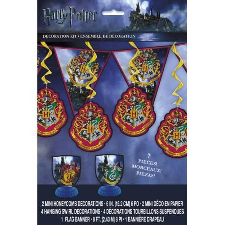 Kit pour réaliser la décoration d'une d'anniversaire sur le thème Harry Potter Contient: 2 décors à poser 15cm, 4 guirlandes...