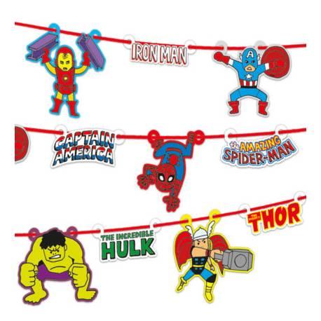 Superbe guirlande en carton pour une décoration d'anniversaire sur le thème de Avengers Pop Comics