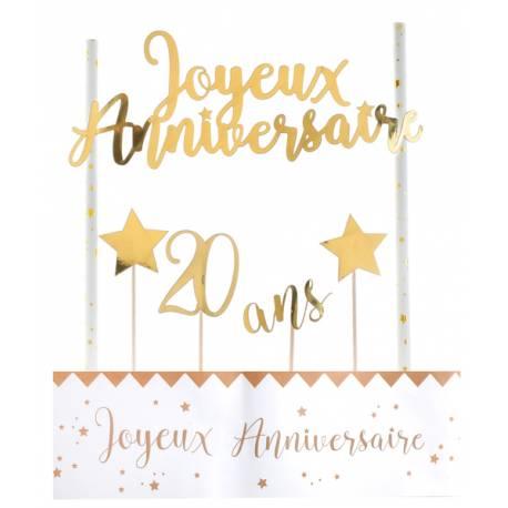 Kit permettant la décoration d'un gâteau d'anniversaire dans les tons or Contient: 4 pics étoiles et 20 ans, un décor avec 2 pailles et...