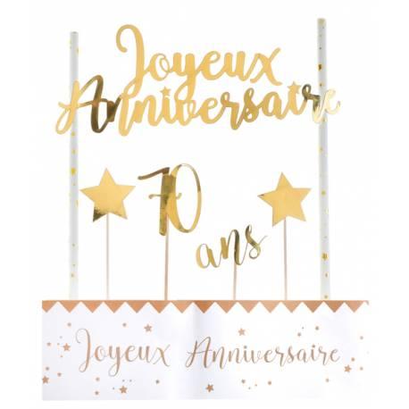 Kit permettant la décoration d'un gâteau d'anniversaire dans les tons or Contient: 4 pics étoiles et 70 ans, un décor avec 2 pailles et...