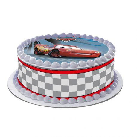 Kit décor comestible Cars duo pour réaliser un gâteau rond en 1 clin d'oeil ! Prévu pour un gâteau d'un diamètre de 20 cm soit 8 parts...