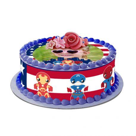 Kit décor en sucre Easycake US Héros pour réaliser un gâteau rond en 1 clin d'oeil ! Prévu pour un gâteau d'un diamètre de 20 cm soit 8...