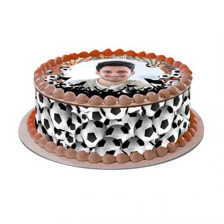 Kit décor Easycake Fan de foot en sucre pour réaliser un gâteau rond en 1 clin d'oeil ! Prévu pour un gâteau d'un diamètre de 20 cm soit...