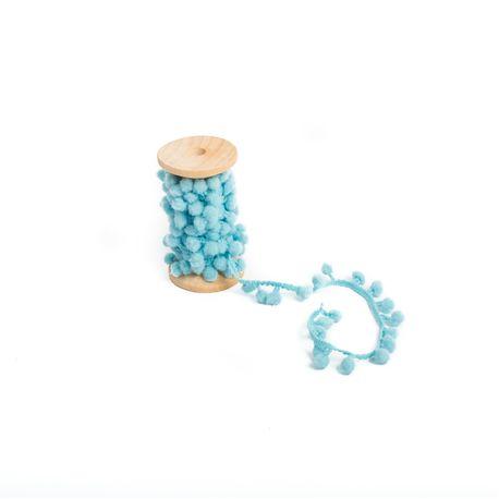 Jolie ruban de pompons bleu pour sublimer toutes décorations et créations Dimensions : 1.5cm x 2 mètres
