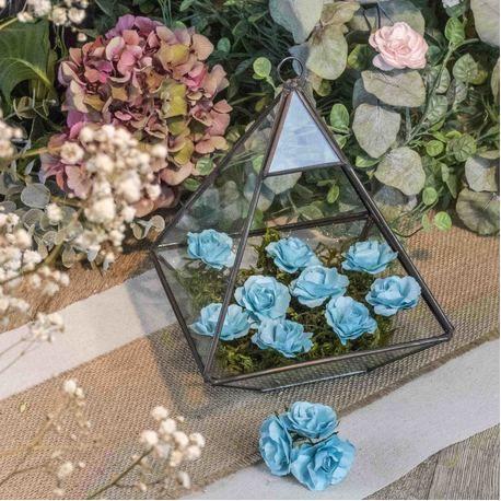 Ces superbes petites roses en papier de couleur turquoise sont idéales à travailler. Grâce à leurs tiges laitonnées vous les enroulerez...