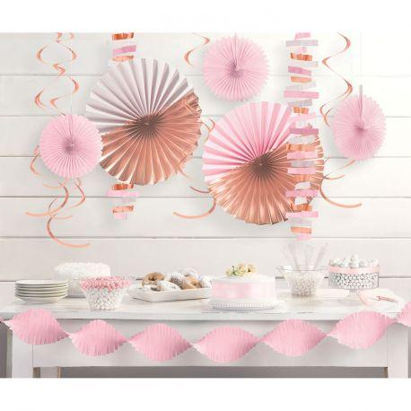 Assortiment de 14 décors en papier dans les tons de rose et gold rose métallisé pour une belle décoration de fête Contient: - 1...