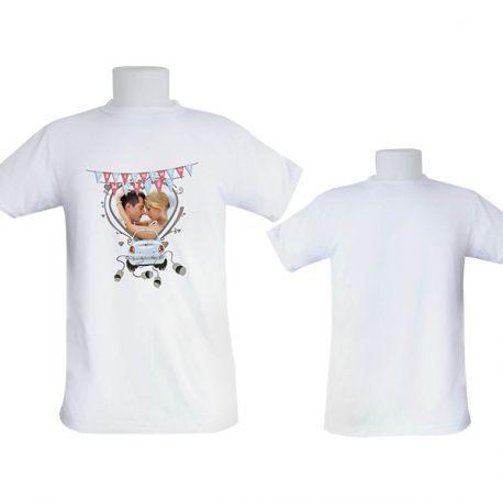 Tee-shirt homme à personnaliser avec vos propres photos ou illustrations. Matière 100 % polyester.