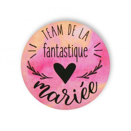 Pour un EVJF de folie, toutes les participantes seront fières de porter ce badge watercolor rose