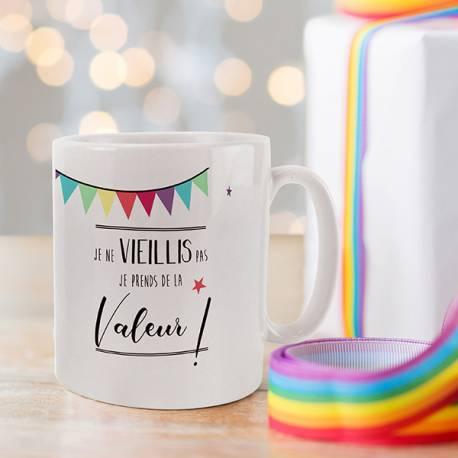 Magnifique mug Joyeux Anniversaire Multicolore en céramique . Ce mug est un cadeau à offrir idéal pour tous événements : anniversaire,...