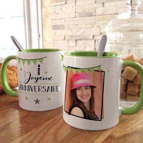 Magnifique tasse bicolore en céramique à personnaliser avec vos photos et illustrations personnelles . Bord et anse de couleur...