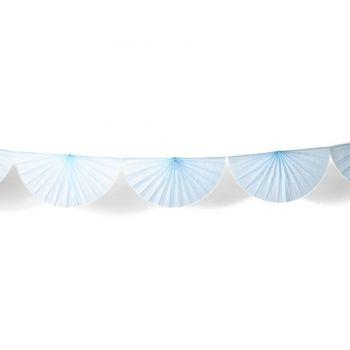 Guirlande d'éventails en papier bleu ciel