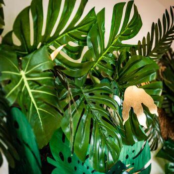 Feuille tropicale sur tige