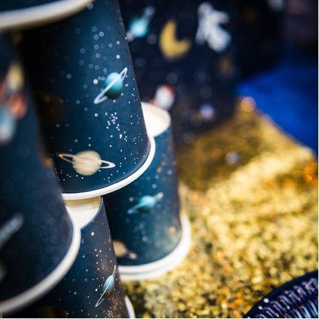 8 gobelets en carton Space idéal pour une décoration de fête d'anniversaire sur le thème de l'espaceles décors sont inscrits en...