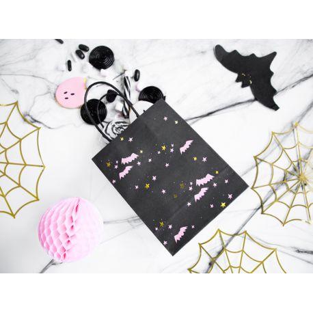 6 sacs en papier avec décors Halloween de couleur noir, idéal pour réaliser une belle récolte de bonbons d'Halloween !Dimensions: 14 x...