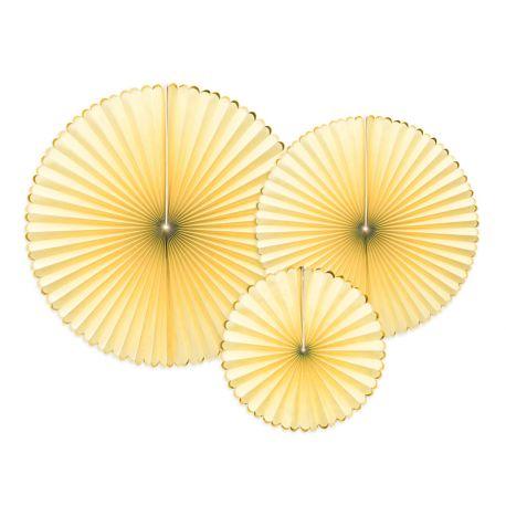 Assortiment de 3 éventails en papier de couleur jaune avec liseré métallisé or pour faire une belle décoration de salle des...