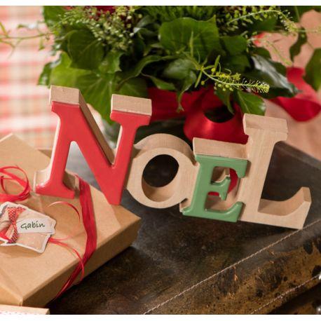 Superbe décor en bois NOEL de couleur rouge et vert pour une belle décoration de table Noël traditionnelDimensions : 22 x 2 x 9 cm