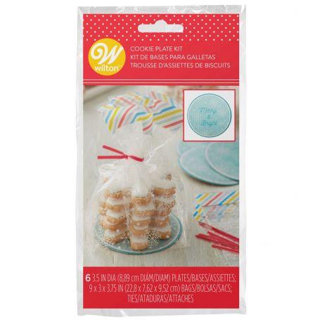 Vos biscuits de Noël seront encore plus appétissants à l'aide de cette jolie trousse d'assiettes miniatures...