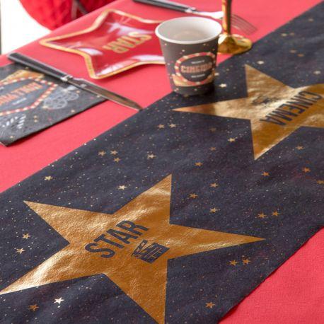 Chemin de table en tissu non tissé pour la décoration de vos tables d'anniversaire thème Cinéma.Dimensions : 30 cm x 5 mètres