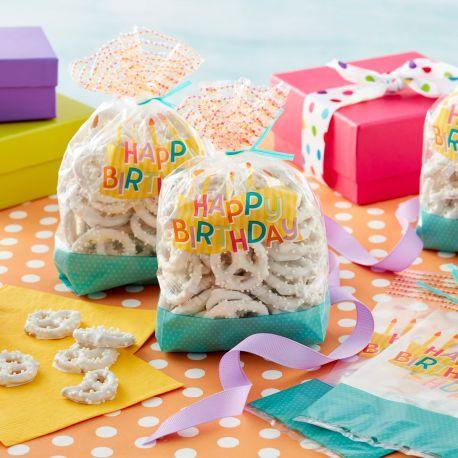 Enveloppez vos douceurs telles de véritables cadeaux dans ces jolis sachets à confiserie Happy Birthday de Wilton !Taille :...