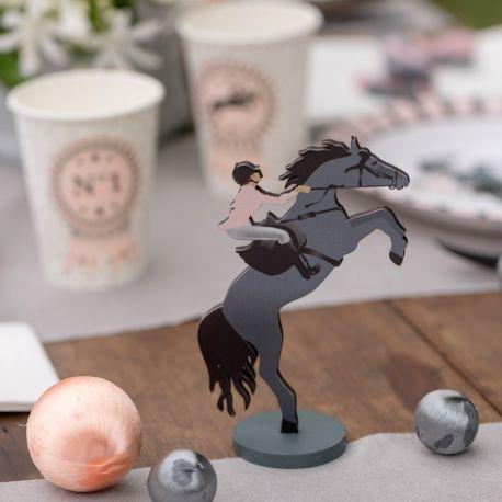 Décor centre de table équitation en bois pour votre decode table d'anniversaire. Dimensions : 8 x 3x 7.5cm