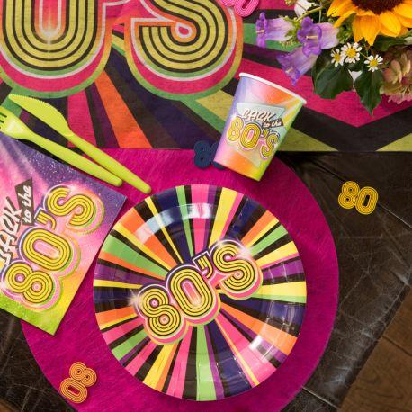 10 Assiettes en carton Années 80 pour la décoration de votre table d' anniversaire.Dimensions : ø 22.5 cm