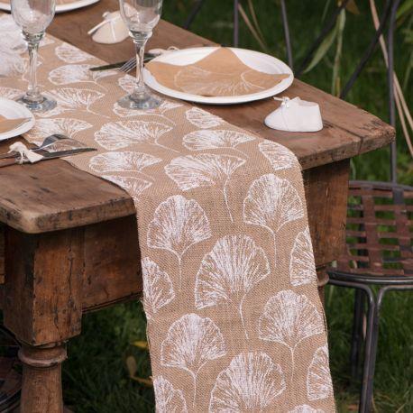 Chemin de table en coton décor Plumetis rose pour la deco de votre table de fête ou d'anniversaire.Dimensions : Largeur 28 cm x...