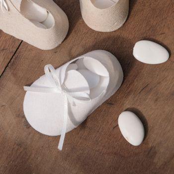 4 contenants chaussons bébé blancs pour dragées