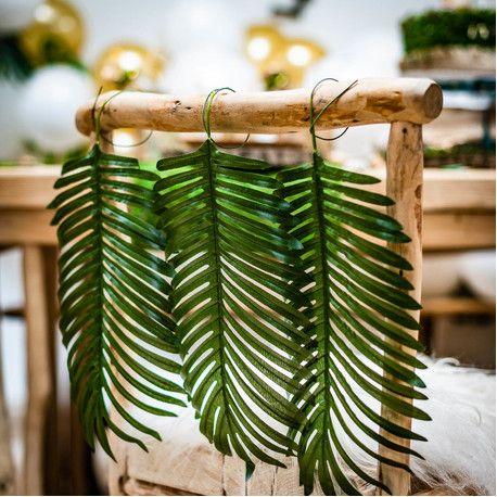 Feuille de palmier en plastique sur tige pour agrémenter une décoration de fête tropicaleDimensions d'une feuille: 34 x 30cm...