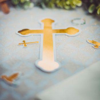 6 déco de table Eucalyptus croix et colombes or