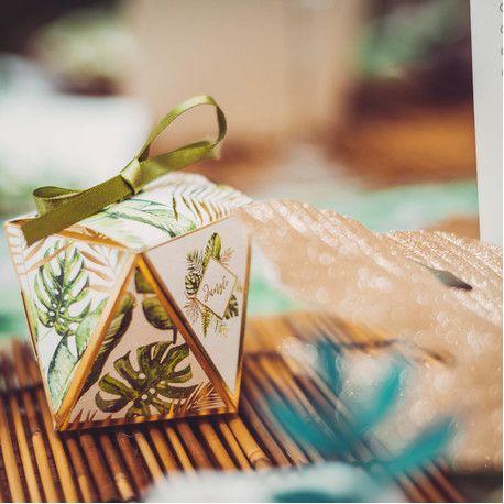 10 contenants en carton décor jungle et feuillage avec dorure idéal pour une décoration de fête d'anniversaire sur le thème de la jungle...