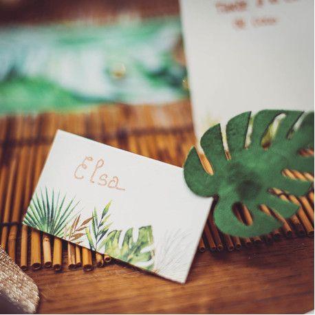 8 Marque places chevalet en carton avec décors feuillage tropical avec dorure idéal pour une décoration de table tendance sur le thème...