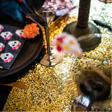 Superbe chemin de table sequins or pour créer une décoration de table tendanceDimensions: 28cm x longueur 3 mètres