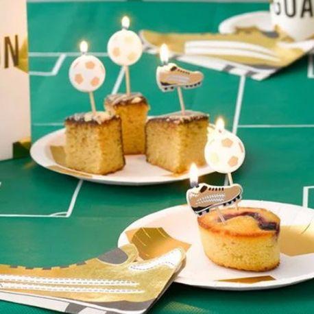 5 bougies pics ballons et crampons d'or pour une belle décoration de gâteau d'anniversaire sur le thème du foot