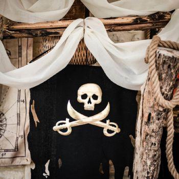 Drapeau pirate noir et or 77cm