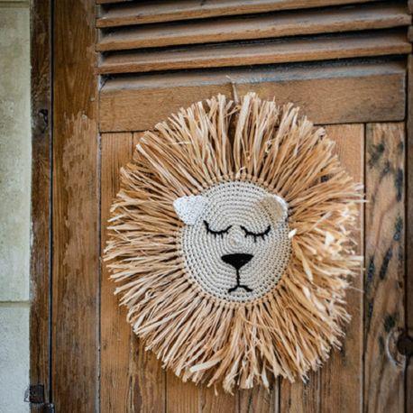 Tête de lion au crochet avec raphia une belle décoration sur le thème de la jungleDimensions : Ø45cm