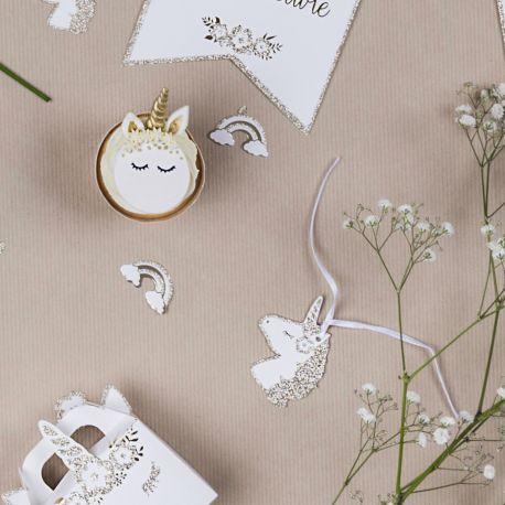 8 superbes étiquettes en carton avec dorure et bordures pailletés représentant une tête de licorne pour une belle décoration de fête...