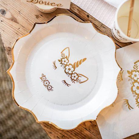 8 superbes assiettes en carton avec dorure et bordures festonnées représentant une licorne pour une belle décoration de table douce,...