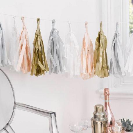 Superbes guirlande de pompons à franges couleur beige, ivoire, blanc et roseLa paquet contient 5 pompons de chaque couleur soit 15...