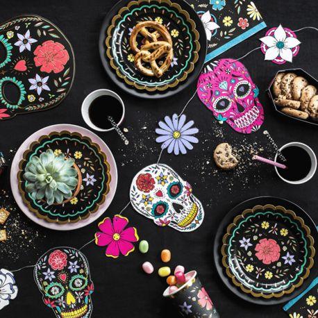 Guirlande en carton pour réaliser une belle décoration d'Halloween tendance Dia de los muertos !Dimensions: 120cm