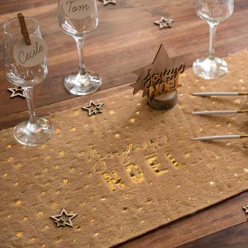 Chemin de table fourrure Joyeux Noël naturel et or