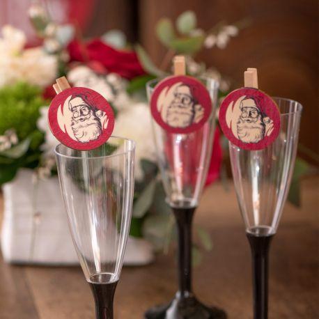 4 Minis pinces en bois Père Noël d'antan pour une belle décoration de table de NoëlDimensions : 4.5cm x 5cm