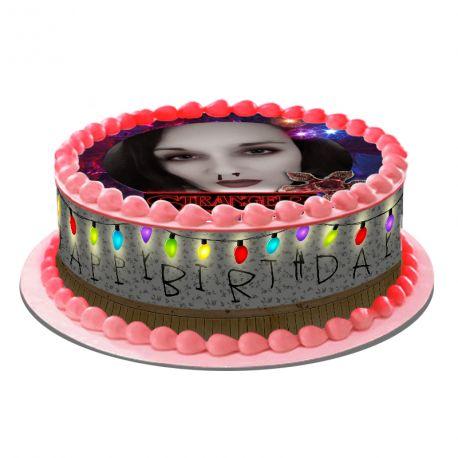 Kit décor en sucre Easycake Stranger Birthday pour réaliser un gâteau personnalisé rond en 1 clin d'oeil !Prévu pour un gâteau d'un...